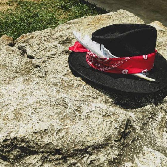 Sombrero Sr kentucky lateral pluma blanca