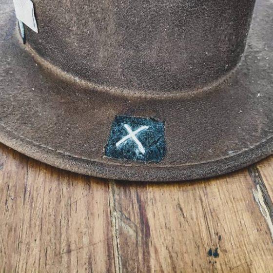 Sombrero box17 lateral con cruz